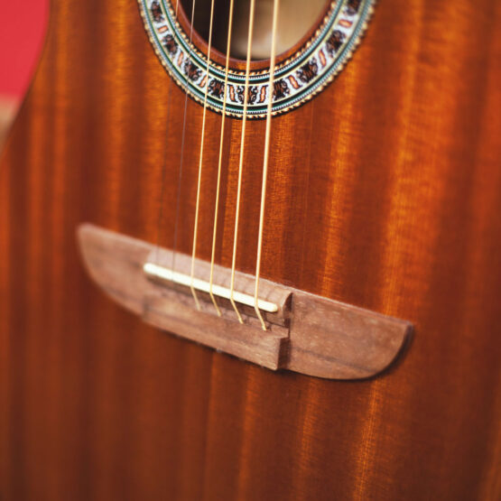 Lindo-Left-Handed-931C-Mahogany-Acoustic-Guitar-bridge-