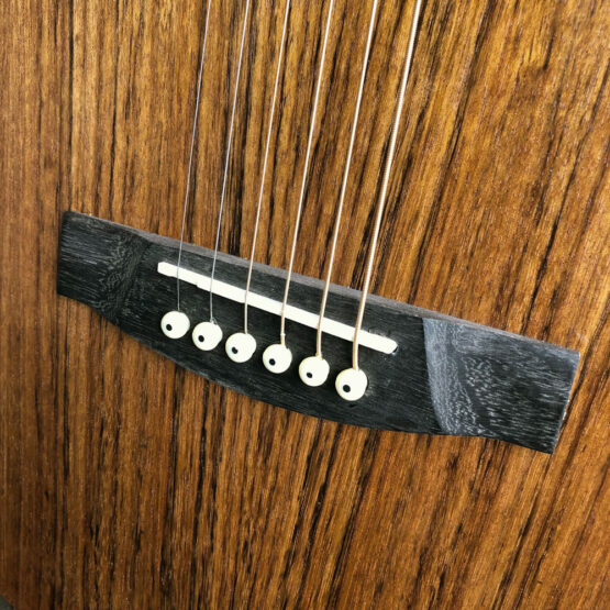 Lindo-Left-Handed-Neptune-SE-V2-Electro-Acoustic-Guitar-Bridge