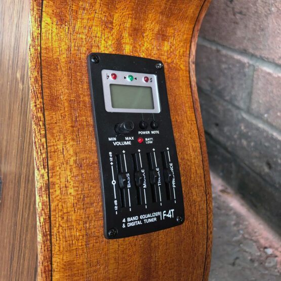Lindo-Left-Handed-Neptune-SE-V2-Electro-Acoustic-Guitar-f-4T-preamp